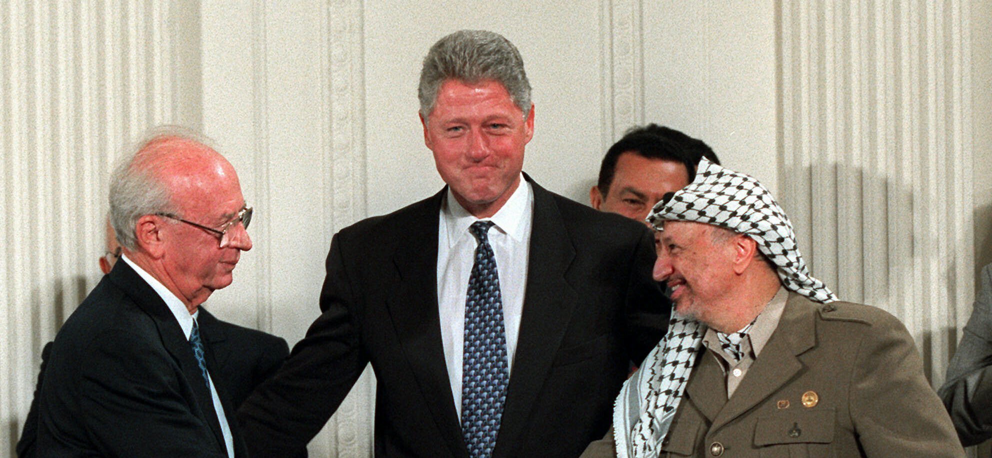 Yitzhak Rabin, Bill Clinton e Yasser Arafat (LaPresse)