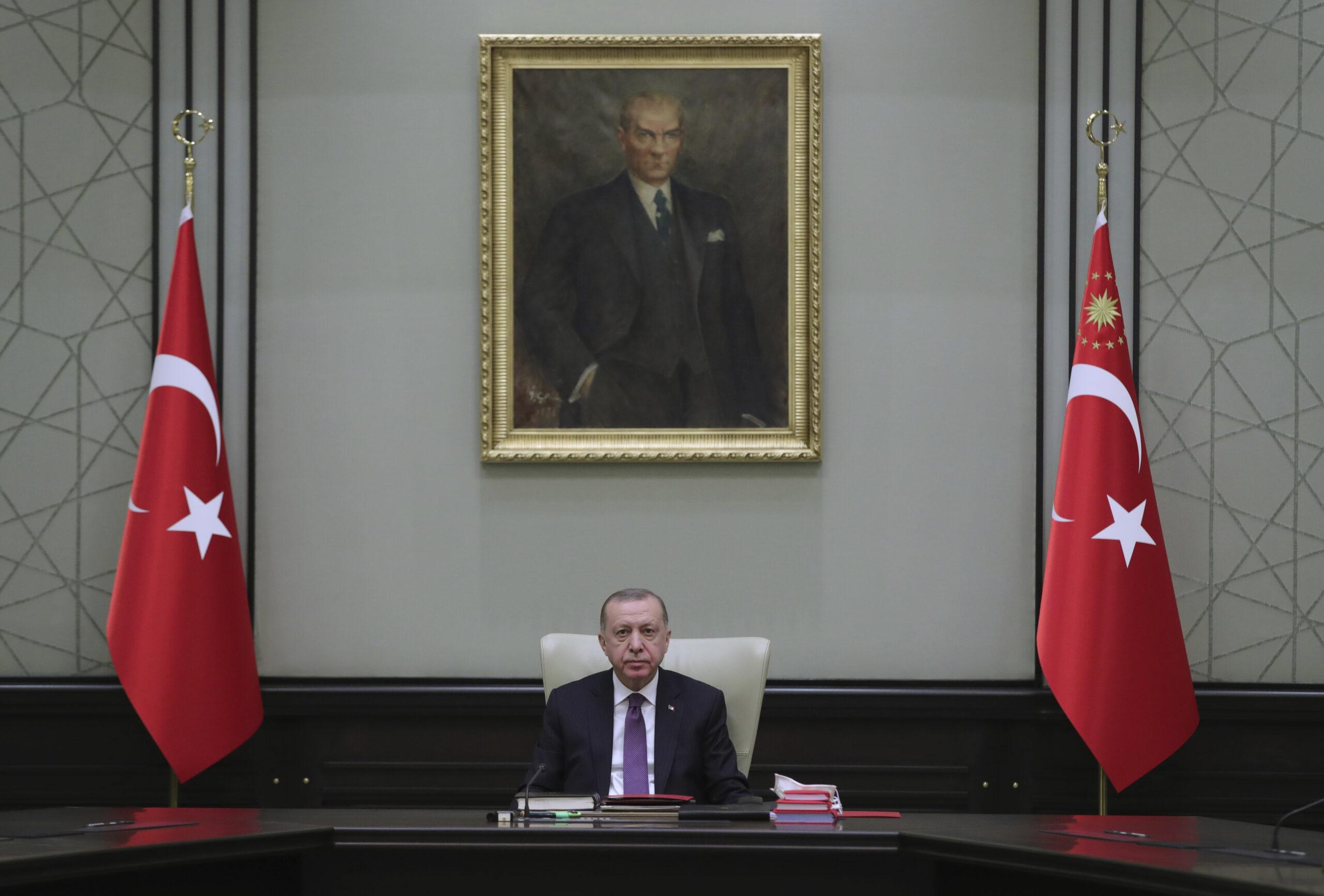 Come Erdogan usa la pandemia per imporre gli ideali conservatori