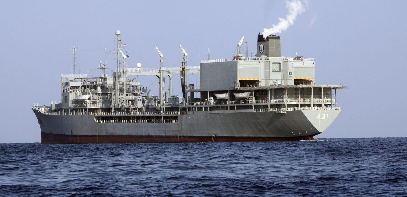 Iran, fuoco a bordo: affonda la nave Kharg. Era la più grande della Marina