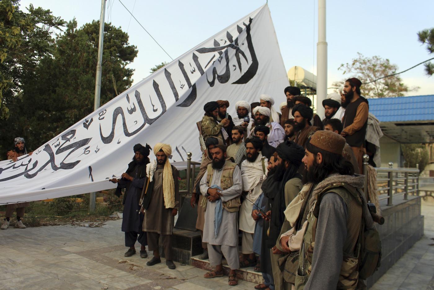 Afghanistan, talebani sono a Kabul: in corso trattative per una transizione pacifica (La Presse)