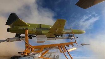 Esercitazioni in Iran, lancio di un drone (La Presse)