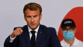 Emmanuel Macron visita l'accademia di polizia di Roubaix (La Presse)