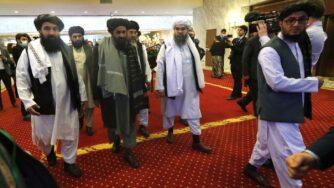 Mullah Abdul Ghani Baradar e delegazione talebana (La Presse)
