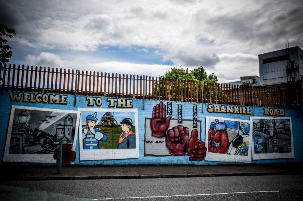 Risultati immagini per muro belfast