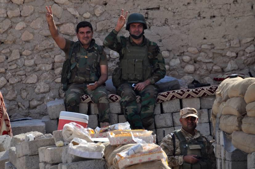 1447263831-1447263512-combattenti-curdi-sul-fronte-sinjar-ds