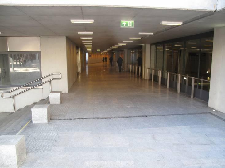 1453205233-1453205139-corridoio-interno