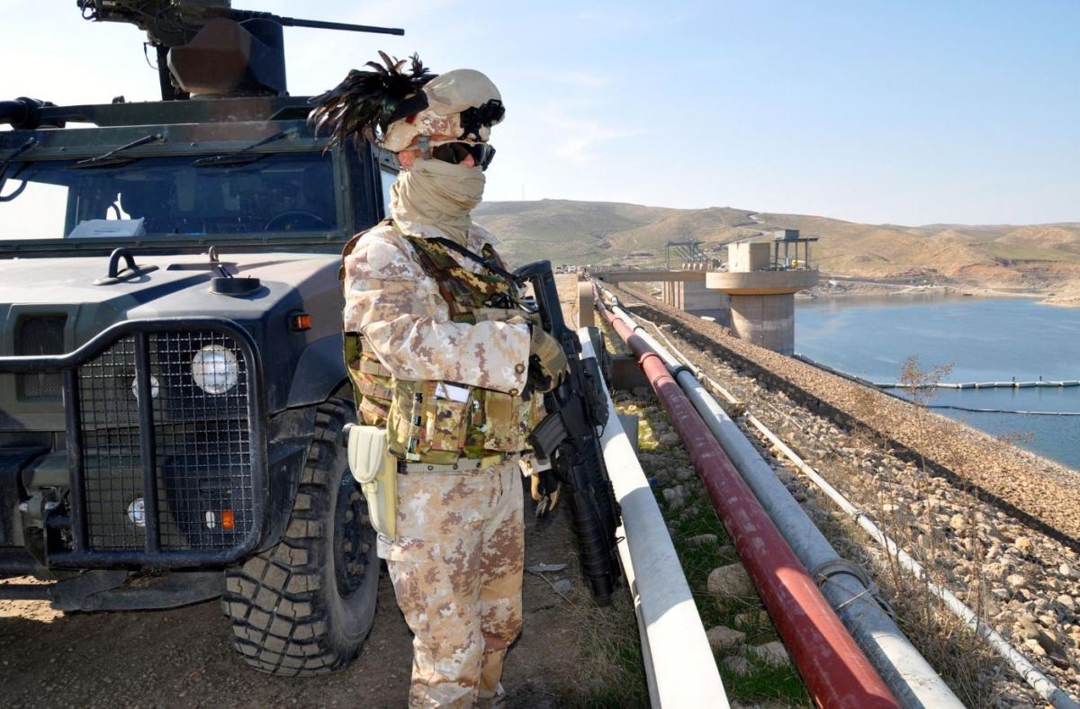 Bersagliere di guardia alal diga di Mosul DSC_0768