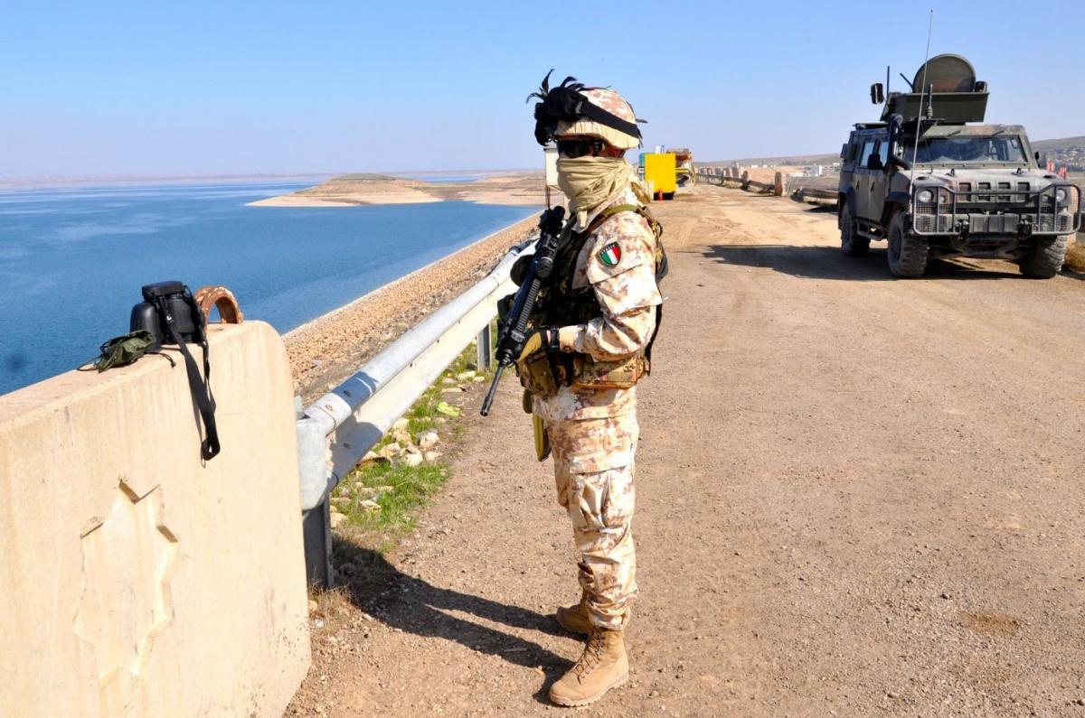 Bersagliere di guardia sulla diga di Mosul  DSC_0760