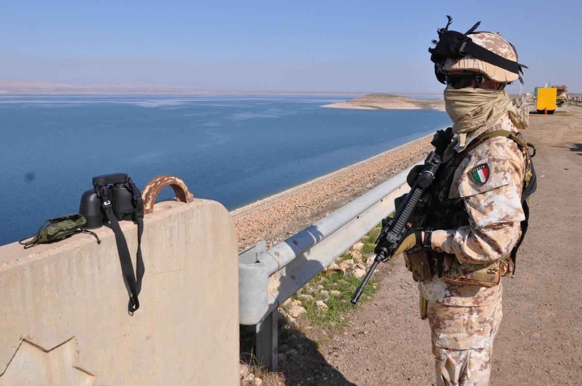 Bersagliere di guardia sulla diga di Mosul DSC_0762