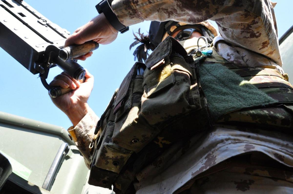 Bersagliere italiano nella torretta di un blindato Lince DSC_0728
