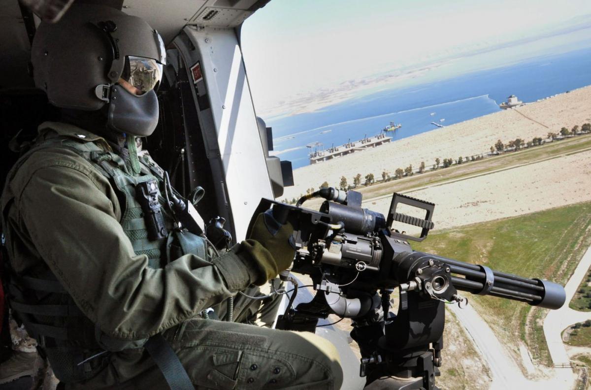 Elicottero italinao sorvola la diga di Mosul DSC_0678
