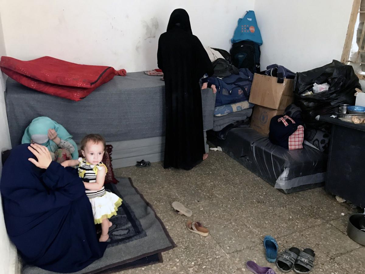 Le stanze dove vivono segregate le mogli dell'Isis fuggite da Raqqa IMG_6649