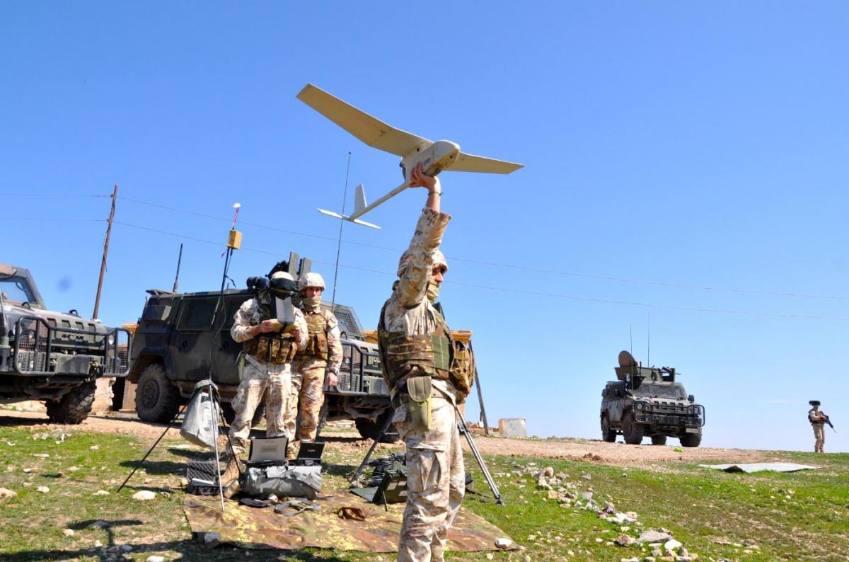 team italiano di osservazione di movimenti sospetti con il drone attorno alla diga di Mosul DSC_0741 .jpg DSC_0744